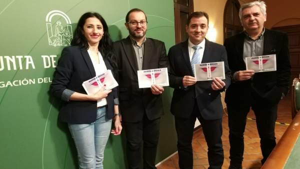 López (centro) y Luque (izda.) presentan 'Marzo a escena'