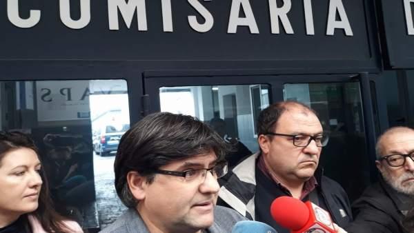 Miguel Angel Pavón atiende a los medios