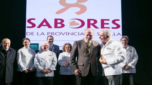 Np: Villalobos Recibe El 'Collar De Oro' De La Asociación De Restaurantes 'Buena