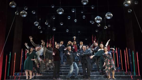 La màgia de la lluna de Haydn dóna pas a la fantasia del cabaret en Les Arts