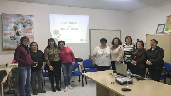 Charla unidad de gestión clínica de Algatocín con un grupo