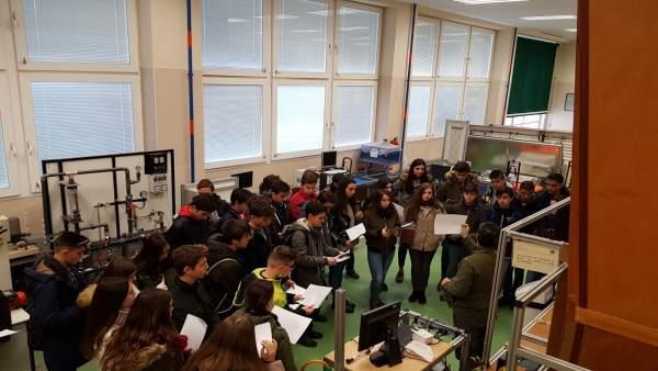Visita de estudiantes de Secundaria a la Escuela Politécnica Superior de Jaén.