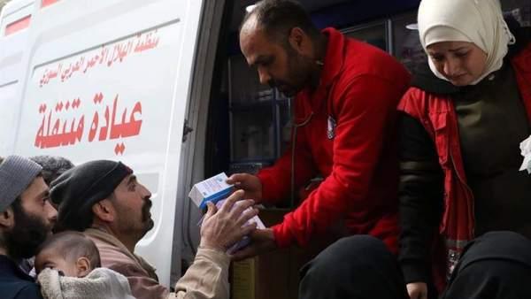 Reparto de medicinas en Guta Oriental, Siria