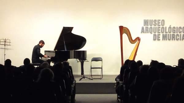 Un Alumno Del Conservatorio De Música De Murcia