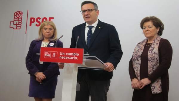 Diego Conesa  junto a Gloria Alarcón y Teresa Rosique