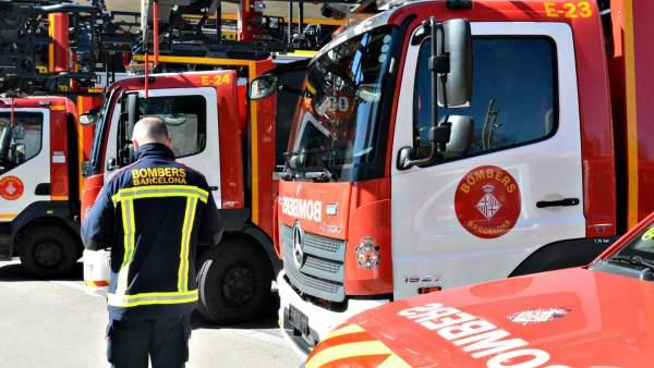 Cuatro de los 18 nuevos vehículos de la flota de los bomberos de Barcelona.