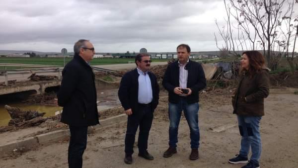 Visita a zonas afectadas por el desbordamiento del arroyo Encantado.