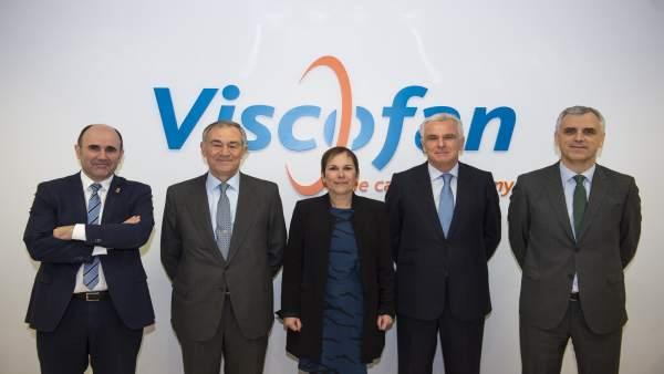 Barkos y Ayerdi junto a los responsables de Viscofan