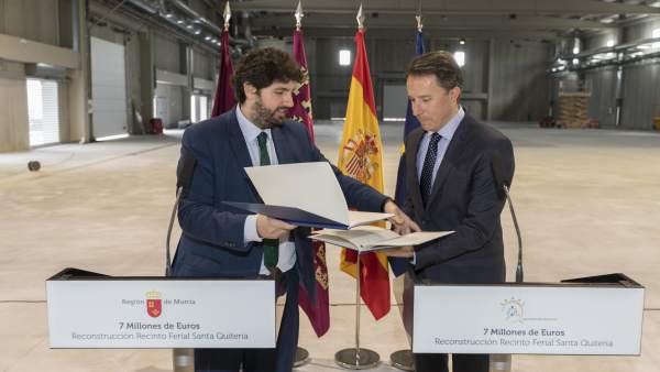 Fernando López Miras y alcalde de Lorca en la firma