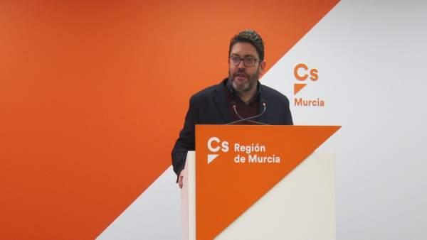 El portavoz regional de Cs, Miguel Sánchez, en rueda de prensa