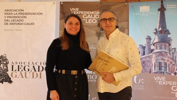 Blanca de Elías y Tomás Martiens durante la firma del convenio de colaboración