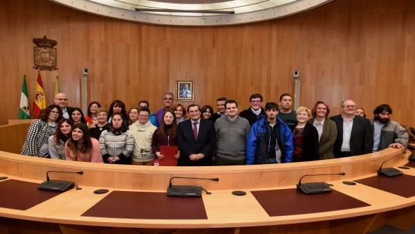 Diputación entrega a jóvenes el diploma que acredita sus prácticas laborales