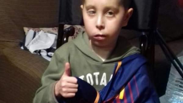 Rubén, un niño con cáncer con una camiseta de Messi