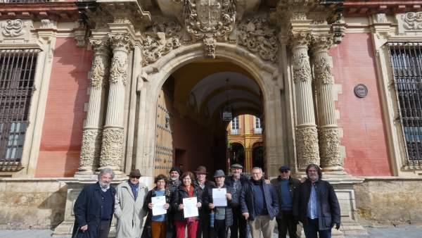 Miembros de la Plataforma en Defensa del Patrimonio ante el Arzobispado