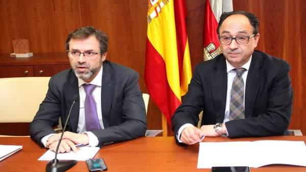 El director general de Turismo Javier Ramírez y el delegado Territorial en Soria
