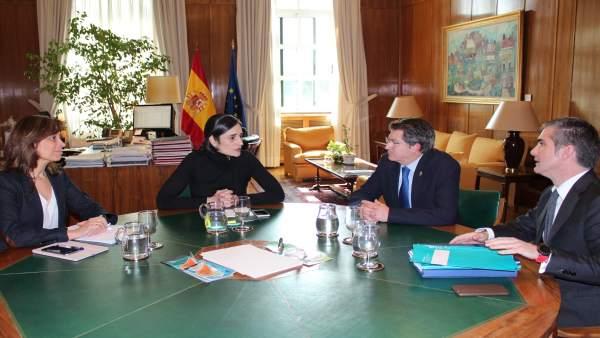 Reunión entre la secretaria de Estado y el consejero