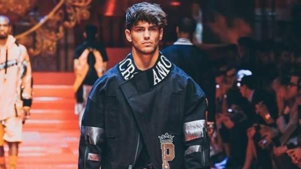 El modelo e 'influencer', Sergio Carvajal durante un desfile de Dolce y Gabbana.