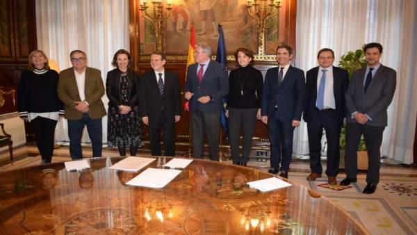 Gamarra reunión en Madrid sobre supéravit