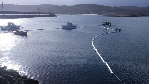 Dispositivo por pesquero hundido en Muxía (A Coruña).
