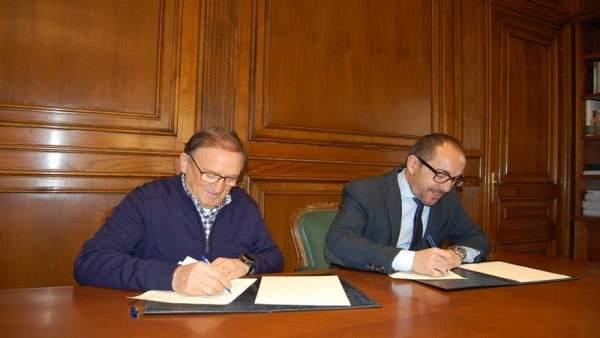 El presidente del Numancia (I) y Luis Rey (D)