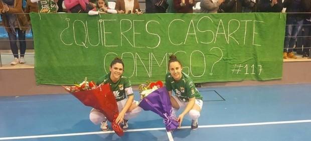 Dos jugadoras de fútbol sala se piden matrimonio