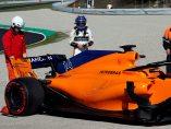 El McLaren de Alonso se para en Montmeló