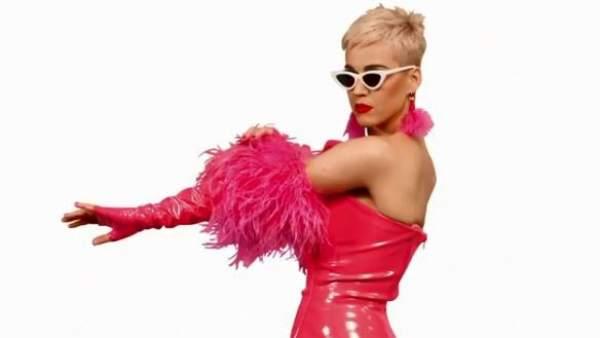 Katy Perry vuelve con la promoción de su concierto en Barcelona: esta vez con Gaudí de por medio