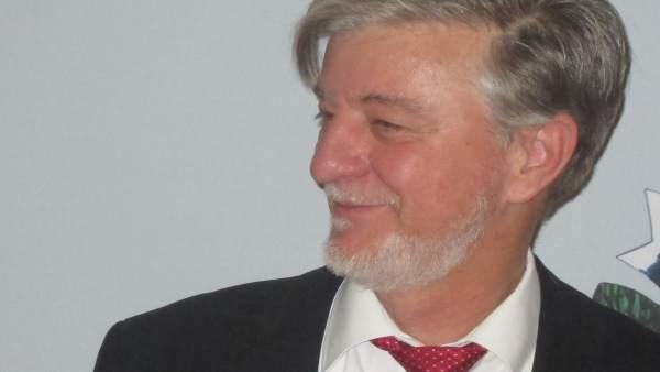 El alcalde de Zaragoza, Pedro Santisteve, de perfil