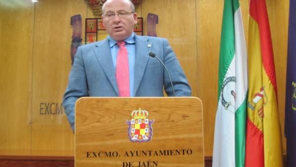 Alcalde de Jaén durante la rueda de prensa