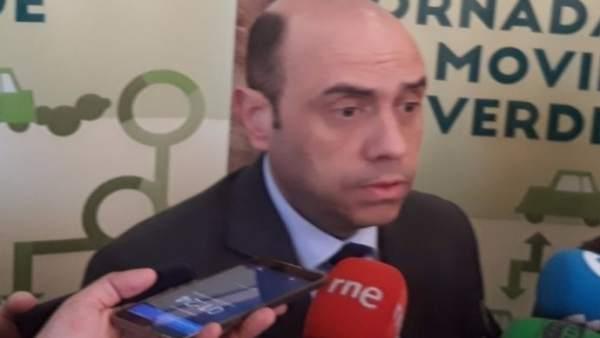 Gabriel Echávarri atiende a los medios este miércoles