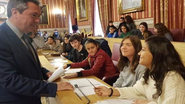 Espadas, durante la celebración del Consejo de la Infancia y la Juventud