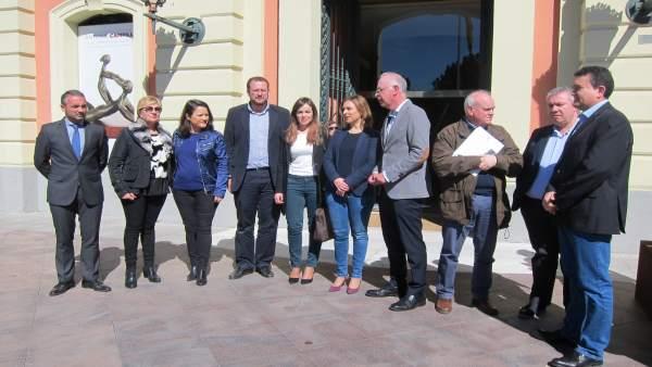 Concejales Ayuntamiento Murcia se concentran apoyo regantes
