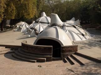 La galería de arte subterránea Amdavad ni Gufa, diseñada por el arquitecto indio Balkrishna Doshi.