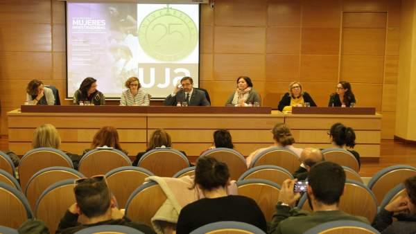 Mesa redonda sobre las mujeres investigadoras.