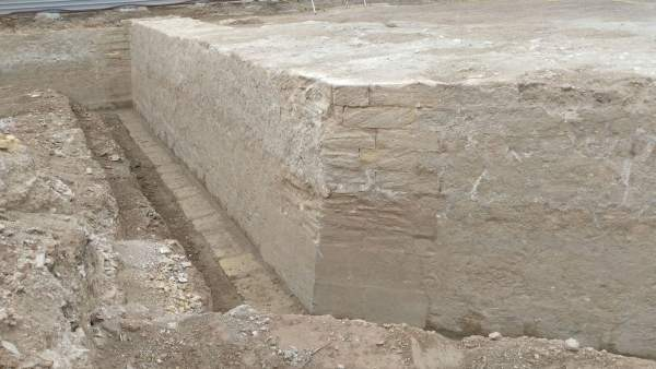 Baluarte y lienzo de la muralla de Carlos III hallados en un solar