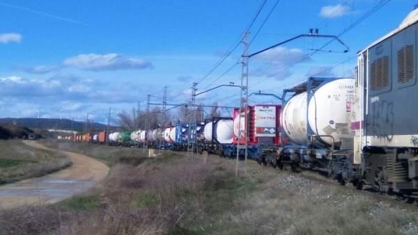 Arde un tren con mercancías peligrosas en Garínoain