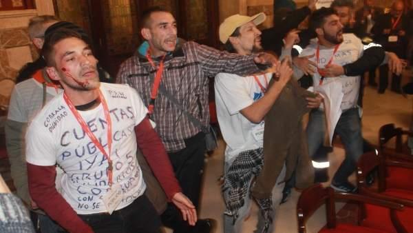 Protesta de la Corrala Dignidad en el pleno de Sevilla