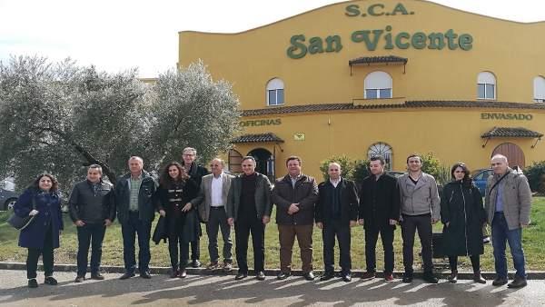 Visita de la delegación turca a la SCA San Vicente, de Mogón.
