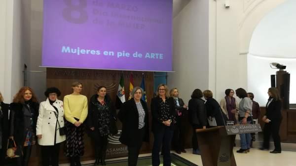 Inauguración de la exposición 'Mujeres en pie de arte'