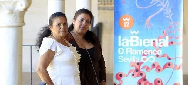 A la izquierda, Antonia 'La Negra' y su hija Angelita Montoya, hermana de Lole Montoya.