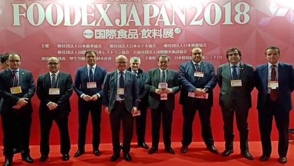 La misión institucional y empresarial visita la feria 'Foodex Japan'