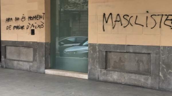 PP pintadas en la fachada