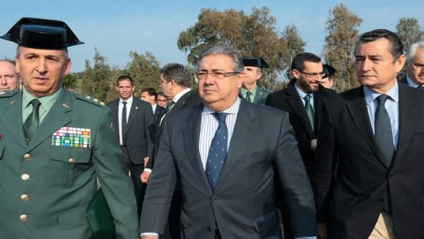 Juan Ignacio Zoido y Antonio Sanz, en La Línea de la Concepción (Cádiz)