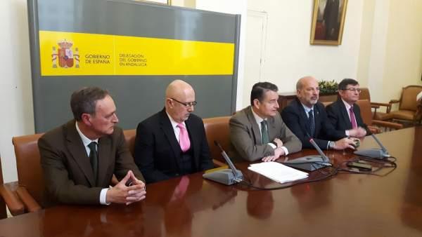 Antonio Sanz, en el centro, durante la rueda de prensa