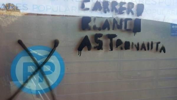 Pintada en la sede del PP de Ávila