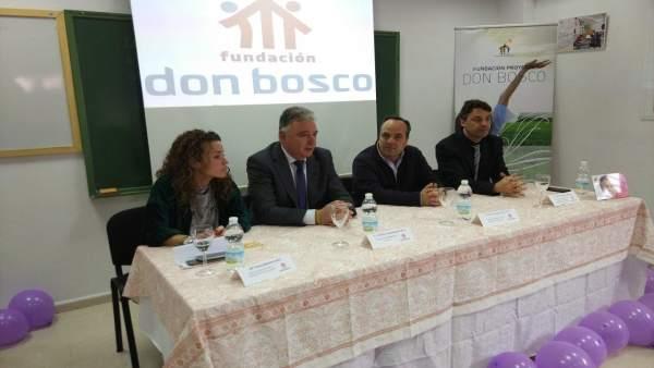 El delegado de la Junta en Huelva, Francisco Romero, en la Fundación don Bosco.