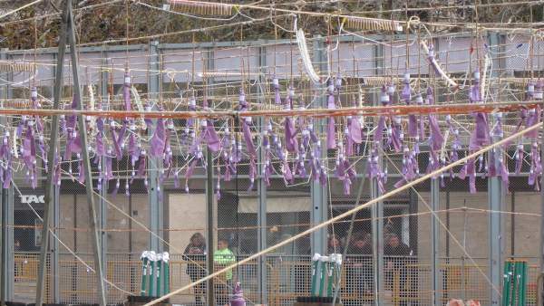 La mascletà es tenyeix de morat per a omplir de força la Plaça de l'Ajuntament el Dia de la Dona