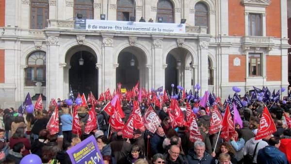 Concentración por el 8M en la Plaza Mayor de Valladolid.