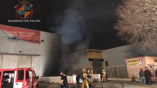 Incendio en un almacén en Son Valentí