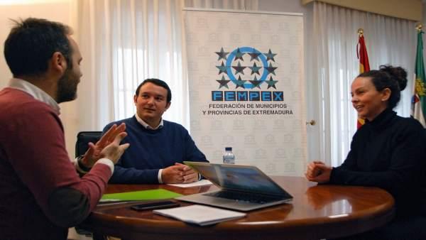 José Manuel Cercas, Francisco Buenavista y una intérprete de signos